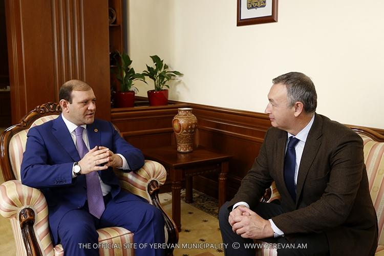 Քաղաքապետ Տարոն Մարգարյանը հանդիպել է ավստրիական «Դոպելմայեր Սեյլբահենեն» ընկերության ծրագրերի ղեկավարի հետ